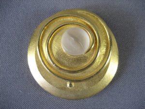 Тени для глаз «Эскада». Цвет: золотистый. Футляр: металл, золочение, стекло. Франция, ХХI век.