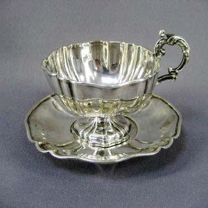 """Чайная пара """"Цветок"""". Серебро 950; м=189,0 г. Франция, XIX век (""""модерн"""")."""