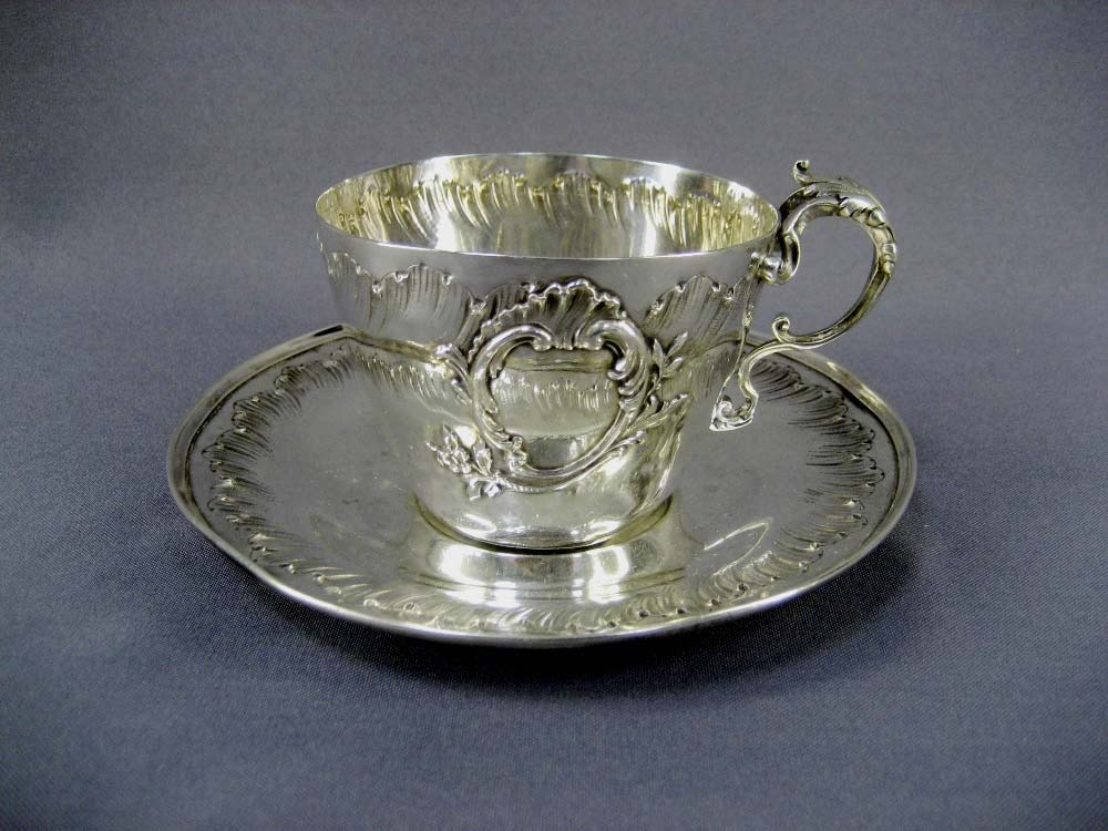 "Чайная пара. Серебро 950; м=262,0 г. Франция, XIX век (""неорококо"")."