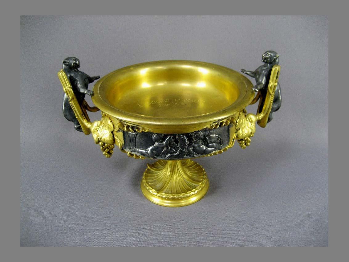 Декоративная ваза в античном стиле. Бронза, золочение, патинирование. Франция, 70-е годы XIX века. Максимальная высота: 15,0 см (головы котов).