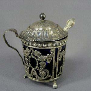Мутардница (ёмкость для горчицы). Серебро 925; м=55,0; кобальтовое стекло. Франция, XIX век. Высота: 8,0 см.