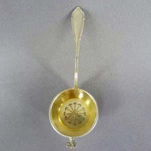 Ситечко для заварки. Серебро 950; М=29,0; золочение. Франция, XIX век. Длина: 13,0 см.