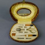 """Подарочный набор для рукоделия. Сталь, смола. Франция, ХХ век (стиль """"арт-деко). Футляр: 11,0х16,0 см."""