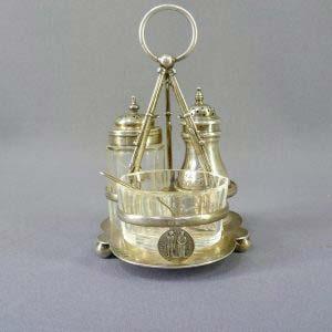 Набор для специй. Металл, глубокое серебрение, серебро 925 (солонка); М=33,0, стекло. Англия, компания Элкингтон, 1860 год. Высота: 15,0 см.