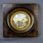 Миниатюра «Пейзаж». Фарфор,бронза, дерево. Франция, конец XVIII века. Диаметр миниатюры: 5,5 см; рамка: 12х12 см.