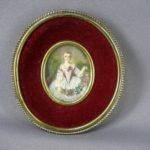 "Миниатюра ""Портрет девушки"". Фарфор, бронза, бархат, атлас. Франция, конец XVIII века. Длина миниатюры: 5,0 см; длина миниатюры с рамкой: 10,0 см."