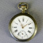 Карманные часы. Серебро 800. Западная Европа, рубеж XIX-ХХ веков. Диаметр: 4,8 см.