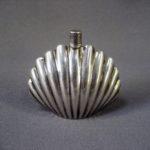 Флакон для духов. Серебро 925; М=28,90 г. Англия, Nina Ricci, вторая половина ХХ века. Высота: 5,0 см.