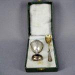 Подарочный набор под яйцо. Серебро 950; м= 22,0 г; золочение. Франция, XIX век.