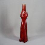 """Декоративная бутылка """"Кошка"""". Красное стекло. Европа, ХХ век. Высота: 32,0 см."""