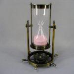 Часы песочные с компасом. Металл, патинирование, стекло. Европа, ХХ век. Высота: 19.0 см.