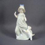 Статуэтка «Девочка со щенком». Фарфор, бисквит, ручная роспись. Европа. Высота: 15,0 см.