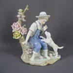 Статуэтка «Мальчик с собакой». Фарфор, бисквит, ручная роспись, золочение. Европа. Высота: 22,0 см.