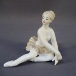 """Статуэтка """"Балерина"""". Фарфор, бисквит, ручная роспись. Европа. Высота: 8,0 см."""