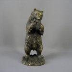 """Кабинетная пластика """"Медведь с виноградом"""". Бронза, патинирование. Европа, ХХ век. Высота: 28,0 см."""