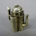 """Миниатюра """"Чайник"""". Серебро 800 пробы; М=19,0 г. Восток, ХХ век. Высота (с крышкой): 4,0 см."""