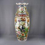 Декоративная ваза. Фарфор, ручная роспись, золочение. Китай, 80-е годы ХХ века. Высота: 82,0 см.