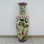 Декоративная напольная ваза. Фарфор, ручная роспись. Китай, начало 80-х годов. Высота: 137,0 см.