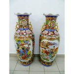 Парные декоративные напольные вазы. Фарфор, ручная роспись, золочение. Китай, начало 80-х годов. Высота: 110,0 см.