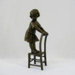 """""""Девочка на стуле"""". Модель: скульптор Nick. Бронза, патинирование. Европа, ХХ век. Высота: 20,0 см."""