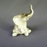 Статуэтка «Слонёнок». Фарфор, ручная роспись. Россия, Астрахань. Высота: 10,0 см; ширина: 7,0 см.